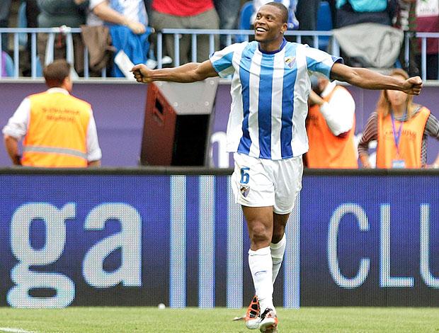 Julio Baptista comemora gol do Málaga contra o Hercules (Foto: EFE)