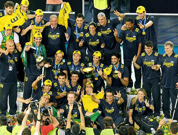 comemoração Brasil vôlei 2010 (Foto: AFP)