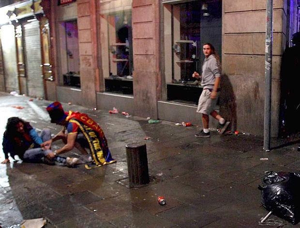 confusão barcelona torcida rival real madrid (Foto: agência EFE)