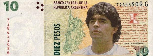 Maradona nota pesos (Foto: Reprodução)