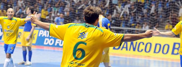 Pixote comemoração Seleção Futsal (Foto: Luciano Bergamaschi / CBFS)