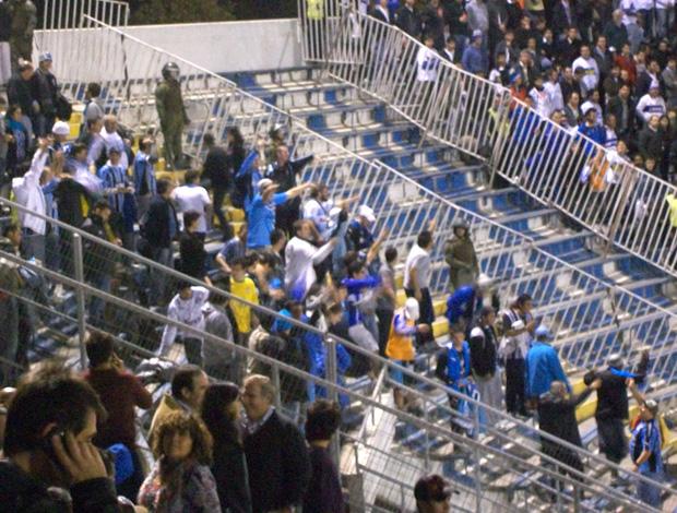 Gremistas comemorando (Foto: Eduardo Cecconi / Globoesporte.com)