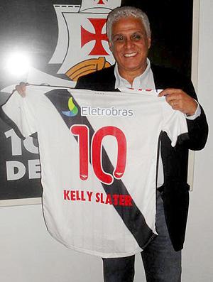 Camisa Vasco Kelly Slater Roberto Dinamite (Foto: Divulgação)