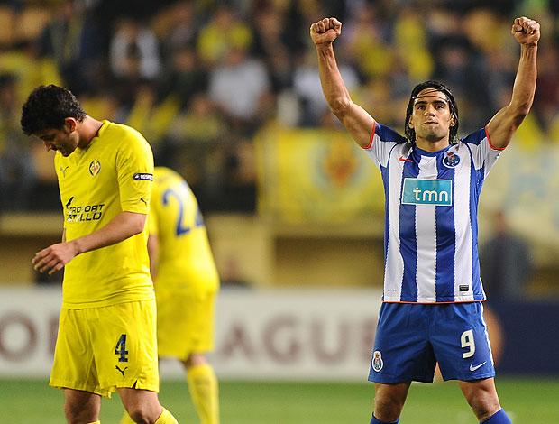Falcao comemora vitória do Porto (Foto: AFP)