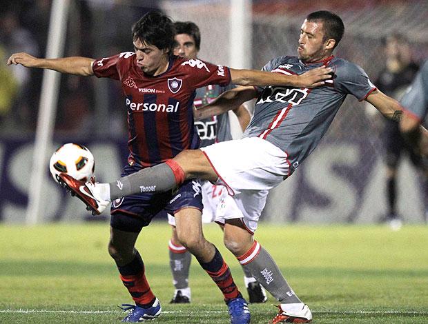 Luis Caceres na partida do Cerro Porteño contra o Estudiantes pela Libertadores (Foto: Reuters)