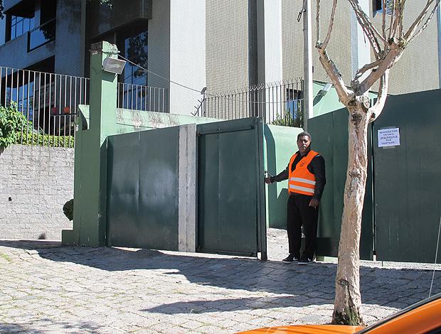 Portão de entrada do hotel palmeiras coritiba copa do brasil (Foto: Diego Ribeiro / Globoesporte.com)