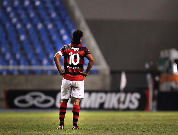 Ronaldinho Gaúcho na derrota do Flamengo (Foto: Alexandre Cassiano / Agência O Globo)