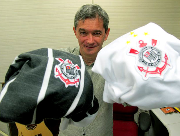 Serginho Groisman com camisas do Corinthians (Foto: Leandro Can&#244;nico / Globoesporte.com)