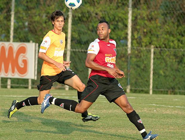 Fernandinho no treino do São Paulo (Foto: Luiz Pires / VIPCOMM)