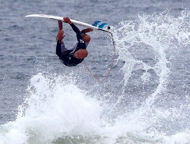 Kelly Slater treina na Barra Rio Pro (Foto: Ivo Gonzalez / Agência O Globo)