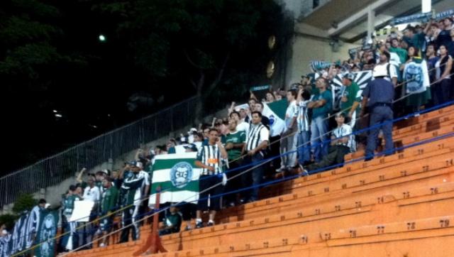 Torcida do Coritiba faz festa (Foto: Fernando Freire/Globoesporte.com)