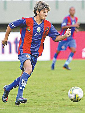 Kaká em ação pelo Tiradentes-CE (Foto: Diário do Nordeste)