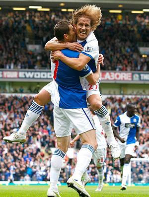 Brett Emerton comemora gol do Blackburn contra o Manchester United (Foto: AP)