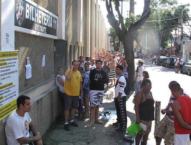 fila de ingressos do Vasco em São Januário (Foto: Rafael Cavalieri / GLOBOESPORTE.COM)