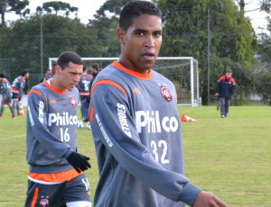 Cleber Santana fica no Atlético até dezembro (Foto: Jairton Conceição/ RPC TV)