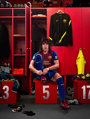 puyol  barcelona uniforme (Foto: Divulgação)