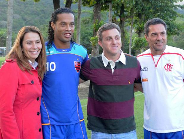 Patricia Amorim, Ronaldinho, Luciano Huck e Vanderlei Luxemburgo (Foto: Alexandre Vidal / Fla Imagem)