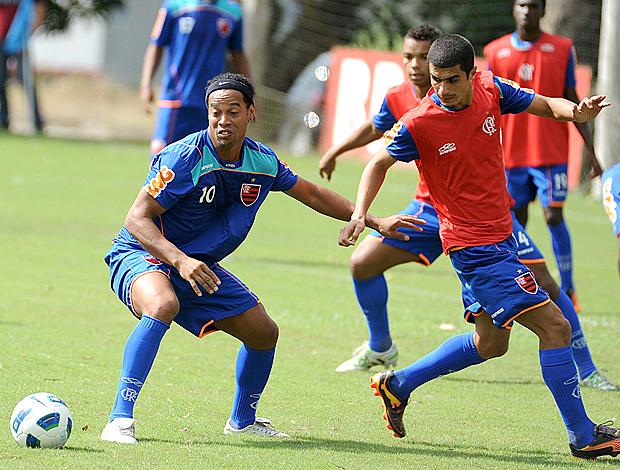 Ronaldinho treino Flamengo (Foto: Alexandre Vidal / Fla Imagem)