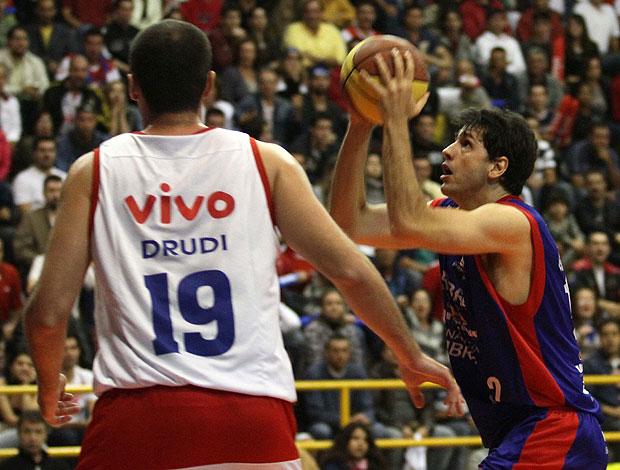 basquete NBB guilherme giovanonii brasília Drudi franca (Foto: Célio Messias / Divulgação)