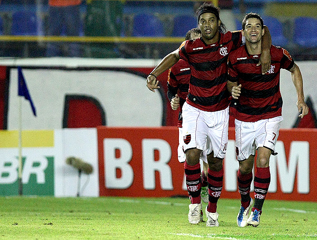 Ronaldinho gaucho thiago neves flamengo gol avaí (Foto: Fábio Castro / Agência Estado)