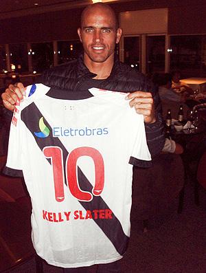 Kelly Slater camisa Vasco (Foto: Divulgação)