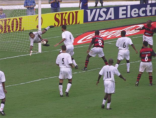 edilson flamengo x vasco 2001 final carioca flamengo tri campeão (Foto: Eurico Dantas/Agência O Globo)