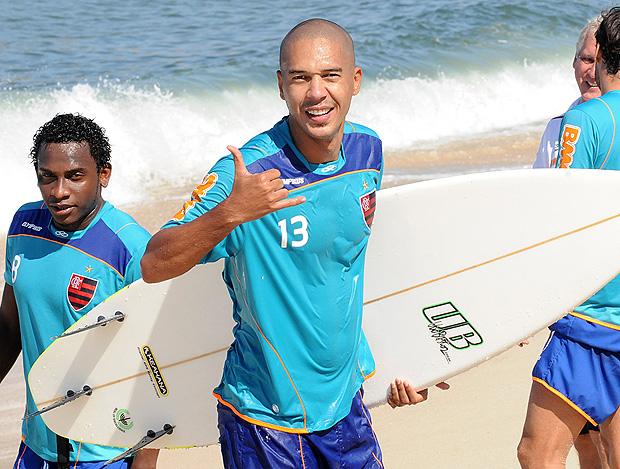 jean flamengo treino praia surfe (Foto: Alexandre Vidal / Fla Imagem)
