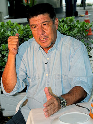 Joel Santana durante entrevista sobre o Flamengo (Foto: Thiago Correia / GLOBOESPORTE.COM)