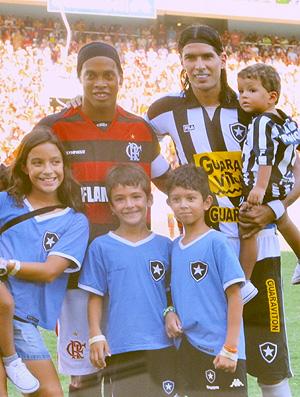 Loco Abreu casa Botafogo (Foto: Thiago Fernandes / Globoesporte.com)