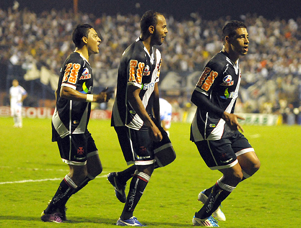 Diego Souza Alecsandro Eder Luis gol Vasco x Avaí (Foto: Ag. Estado)