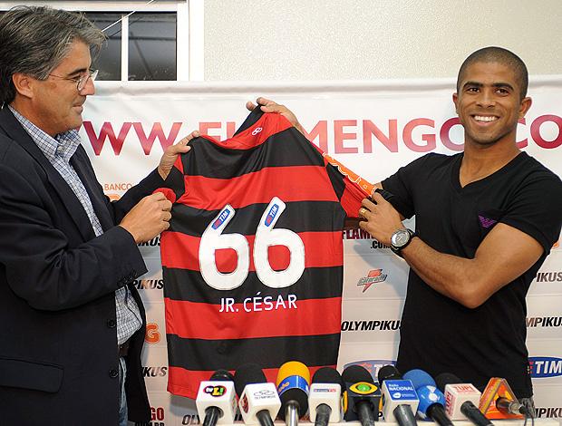 Junior Cesar é apresentado no Flamengo (Foto: Alexandre Vidal / Fla Imagem)