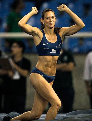 Fabiana Murer comemora o ouro no Engenhão (Foto: AP)