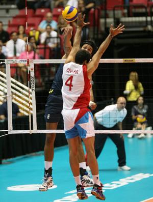 leandro visotto vôlei seleção  brasileira x porto rico (Foto: EFE)