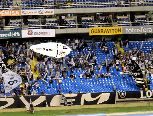 botafogo balão o caçador (Foto: Diego Rodrigues / Globoesporte.com)