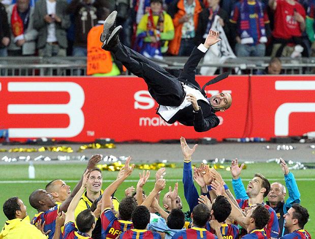 guardiola barcelona jogadoras jogam para o alto (Foto: Agência EFE)