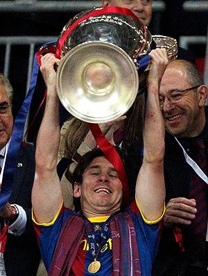 lionel messi barcelona ergue a taça liga dos campeões (Foto: agência Reuters)