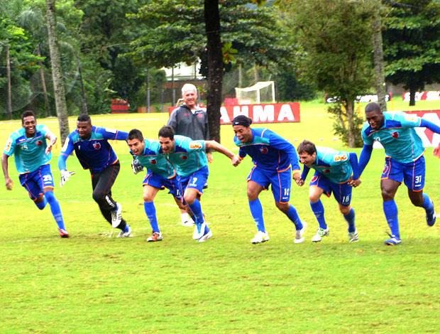 jogadores do Flamengo no treino (Foto: Marcelo Baltar / Globoesporte.com)