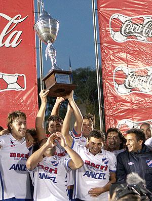 Nacional comemora título no Uruguai (Foto: EFE)