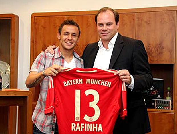 Rafinha é apresentado no Bayern de Munique (Foto: Divulgação)