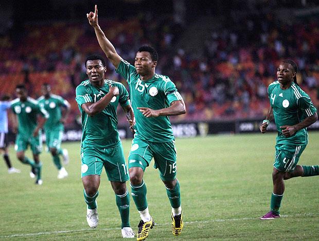 Uche Ikechkwu comemora gol da Nigéria contra a Argentina (Foto: AP)