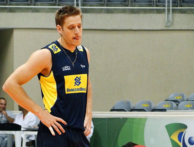 Murilo no treino da seleção de vôlei (Foto: Helena Rebello / Globoesporte.com)