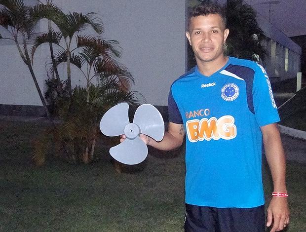 Everton treino Cruzeiro (Foto: Fernando Martins / Globoesporte.com)