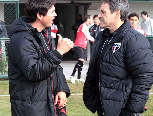 Sergio Baresi conversando com Carpegiani (Foto: Rubens Chiri / Site oficial do São Paulo FC)