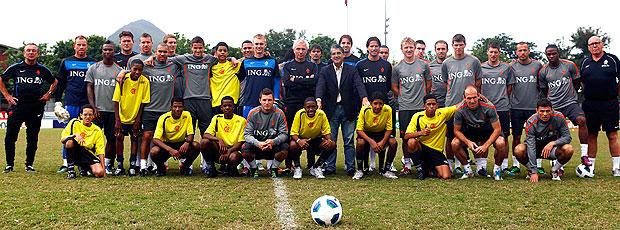 jogadores no treino da Holanda (Foto: Leandra Benjamin / Fla Imagem)