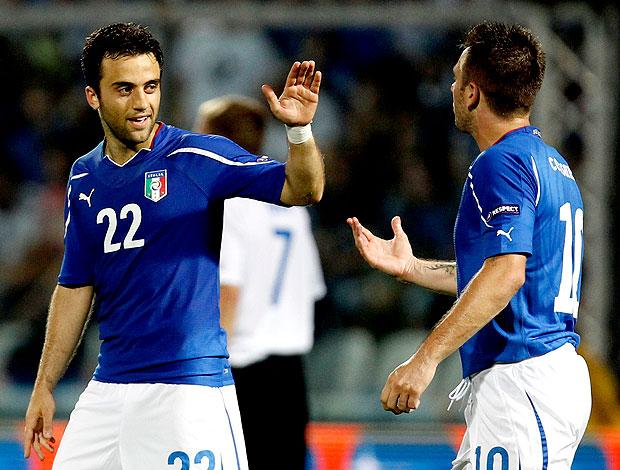 Antonio Cassano comemora gol da Itália com Rossi (Foto: Reuters)