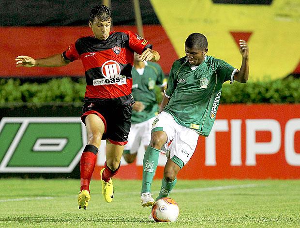Neto Baiano na partida do Vitória contra o Guarani (Foto: Ag. Estado)