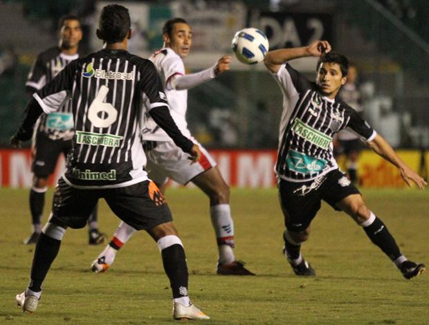 aloisio atlético-go x figueirense (Foto: Agência Estado)