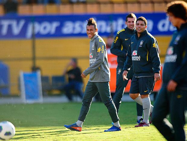 Neymar e Ronaldo no treino da Seleção (Foto: Marcos Ribolli / GLOBOESPORTE.COM)