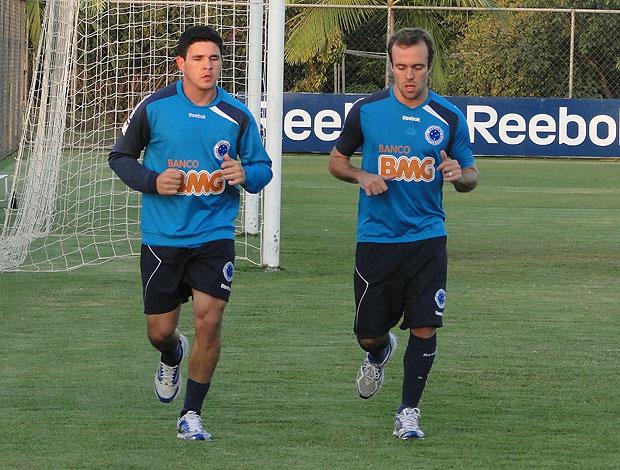 Roger e Diego Renan aprimoram parte física na Toca da Raposa (Foto: Fernando Martins / Globoesporte.com)