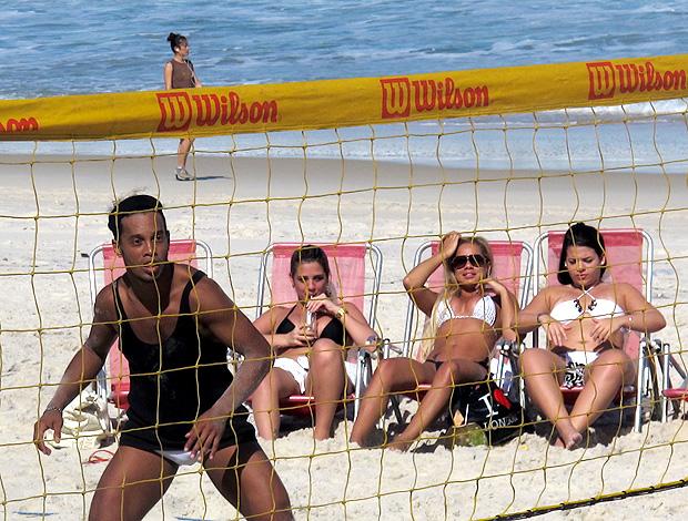 ronaldinho gaucho flamengo futvôlei praia mulheres (Foto: Janir Júnior / Globoesporte.com)